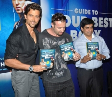 bollywood-superstar-hrithik-roshan-launch-your-best-body-fitness-book_08576513