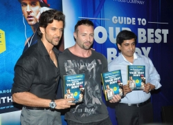 bollywood-superstar-hrithik-roshan-launch-your-best-body-fitness-book_1487378d