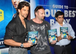 bollywood-superstar-hrithik-roshan-launch-your-best-body-fitness-book_69f384e7