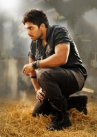 allu-arjun-in-iddarammayilatho-movie-action-stills_67e9ade1