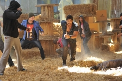 allu-arjun-in-iddarammayilatho-movie-action-stills_7fbce28f