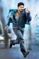 allu-arjun-in-iddarammayilatho-movie-action-stills_97be8df0