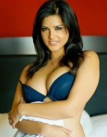 bollywood-burning-actress-sunny-leone-bikini-photo-collections_82d0861b