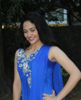 komal-sharma-beautiful-cute-stills-in-sleeveless-blue-churidar-dress_87c2ea8d