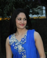 komal-sharma-beautiful-cute-stills-in-sleeveless-blue-churidar-dress_c78ff2cc