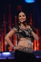 sunny-leone-sizzling-photos-on-jdj-show-photos_0cba7a64