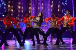 sunny-leone-sizzling-photos-on-jdj-show-photos_4e0bdf77