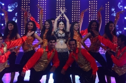sunny-leone-sizzling-photos-on-jdj-show-photos_511c0cc0