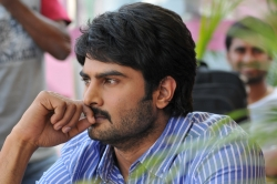 telugu-actor-sudhir-babu-handsome-photo-gallery_a2d00dc1