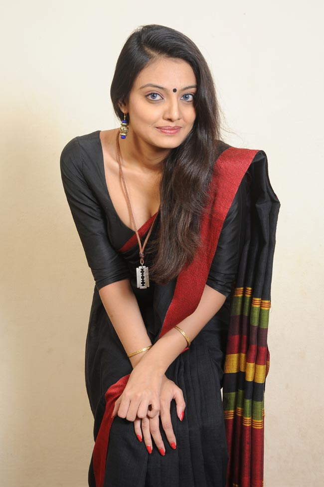 Nikitha-Narayan-Latest-Hot-Photos-In-Saree-131