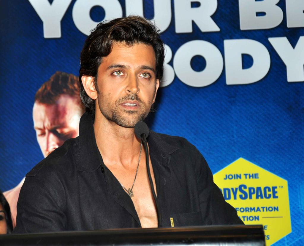bollywood-superstar-hrithik-roshan-launch-your-best-body-fitness-book_1ab5e328