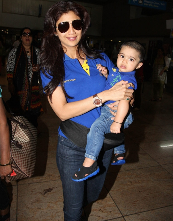 Shilpa Shetty With Family At Mumbai Airport Photos