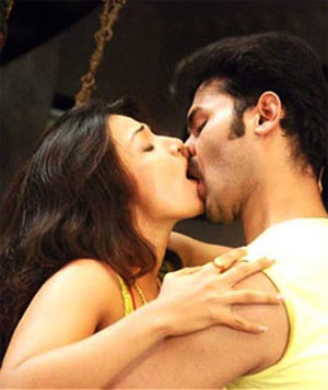 Tamanna to get 2 Crores for Lip Kiss Scene
