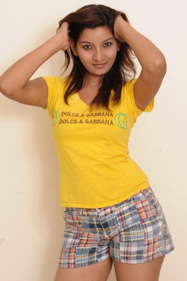 Vinni Hot Navel Show Photos